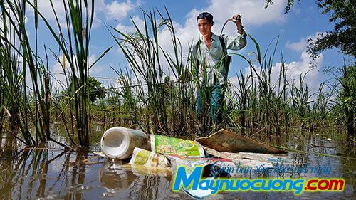Vỏ thuốc trừ sâu vứt bừa bải tại nông thôn